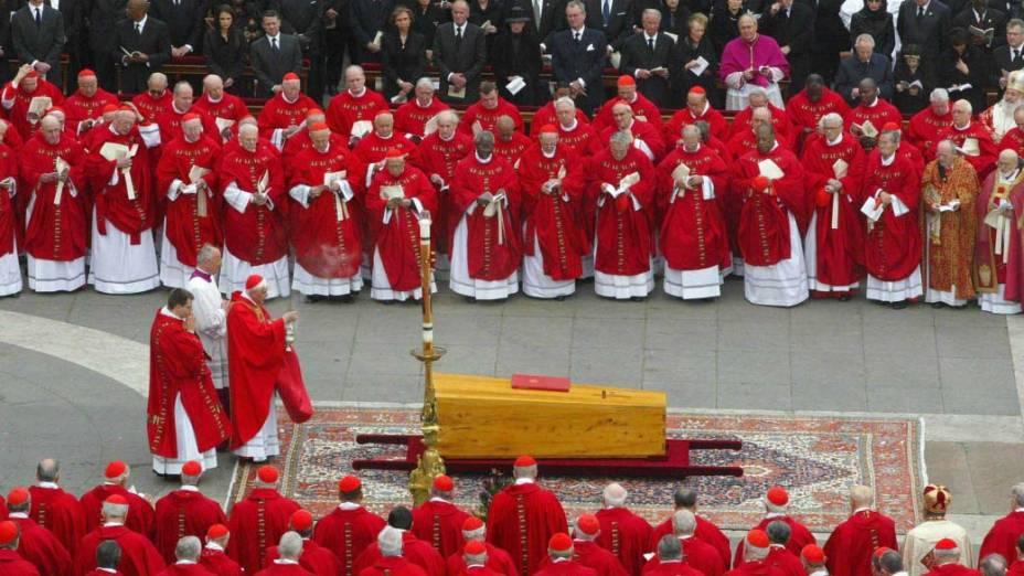 2005 - Missa do funeral do Papa João Paulo II na praça de São Pedro, no Vaticano
