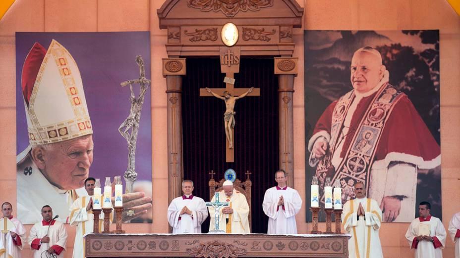 Papa Francisco celebra missa em Amã, na Jordânia