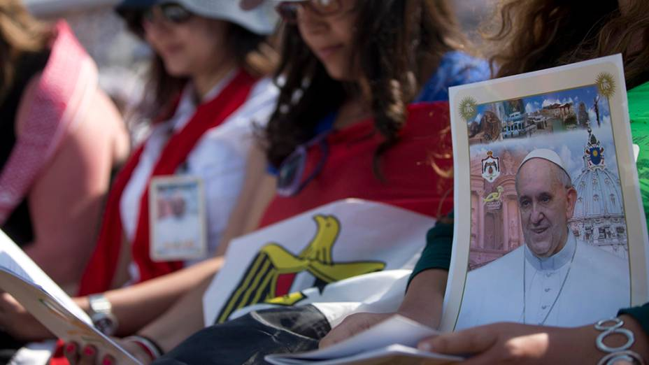 Fiéis durante missa do papa Francisco em Amã