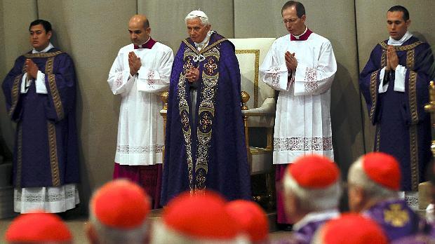 O papa Bento XVI durante missa de Quarta-Feira de Cinzas, abrindo o período da Quaresma
