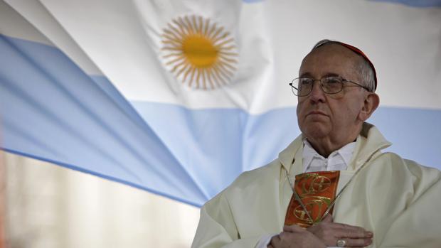 O cardeal Jorge Mario Bergoglio durante missa em Buenos Aires, em 2009