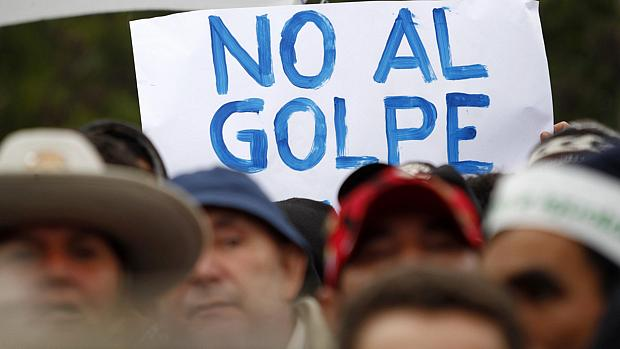 Paraguaios protestam contra processo político de Fernando Lugo