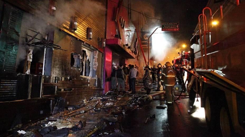 Paredes e janelas da boate de Santa Maria foram destruídas para facilitar saída da fumaça