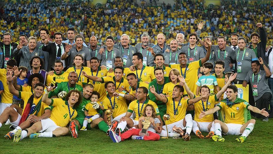 Jogadores do Brasil comemoram no estádio Maracanã durante final da Copa das Confederações entre Brasil e Espanha, no Rio de Janeiro