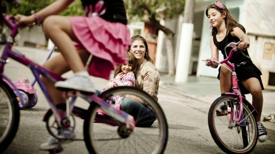 Depois de ter gêmeos, Liliane Meira quis ter o terceiro filho por parto normal. Depois de dez negativas de médicos, buscou ajuda com um grupo que defende o parto humanizado
