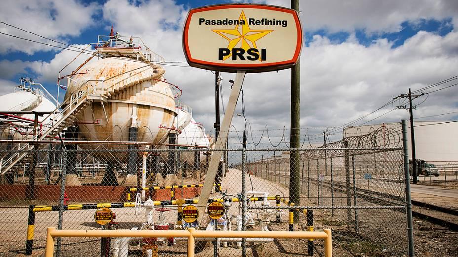 Área de tanques da refinaria de Pasadena, no Texas (EUA)