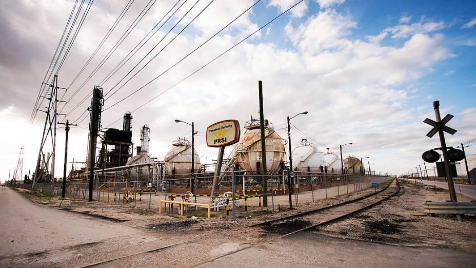Vista lateral da refinaria de Pasadena, no Texas