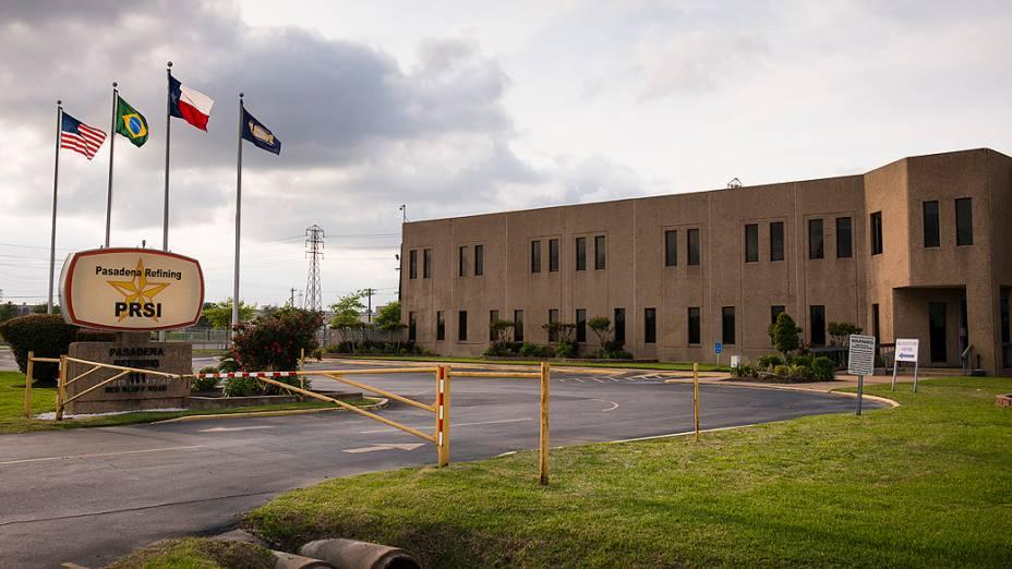 Entrada da refinaria de Pasadena, no Texas (EUA)