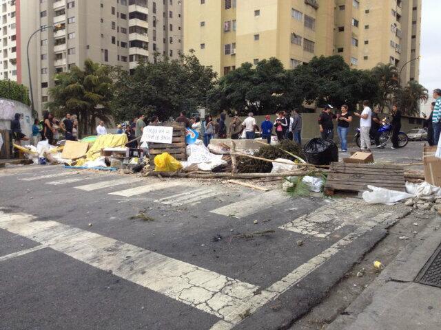 #NoHayPaso em Los Samanes, periferia de Caracas