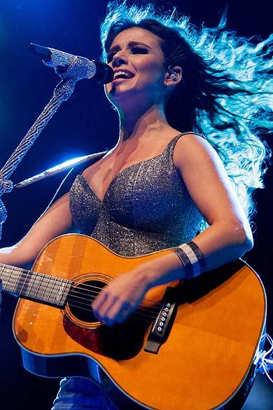 Paula Fernandes durante show em 2012