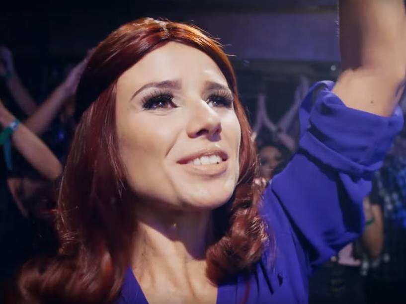 Paula Fernandes como fã no clipe da música Piração
