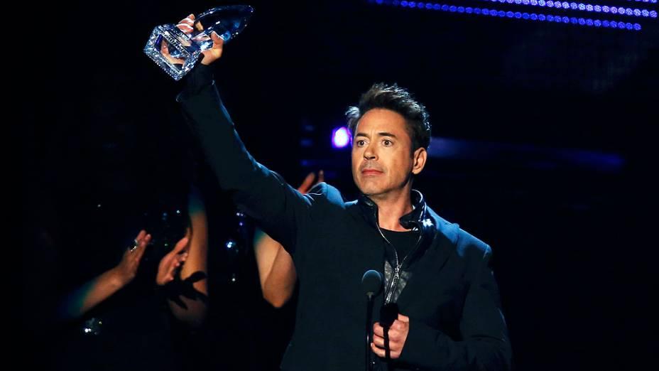 O ator Robert Downey Jr. no prêmio The Peoples Choice Awards<br>