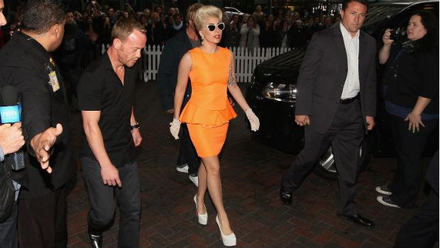 Lady Gaga com vestido peplum