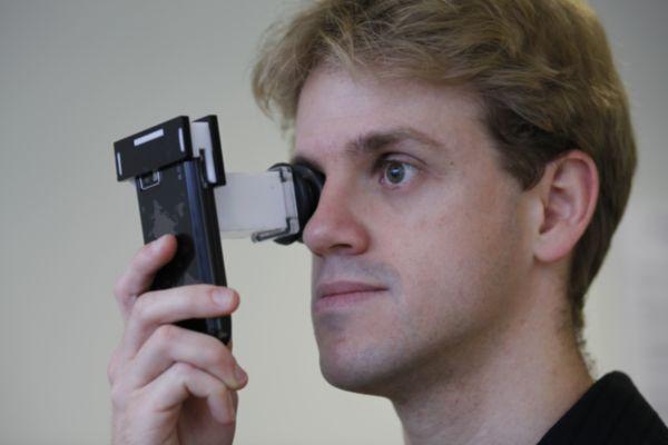 Vitor Pamplona, doutorando do Instituto de Informática da UFRGS demonstra a utilização do PerfectSight.