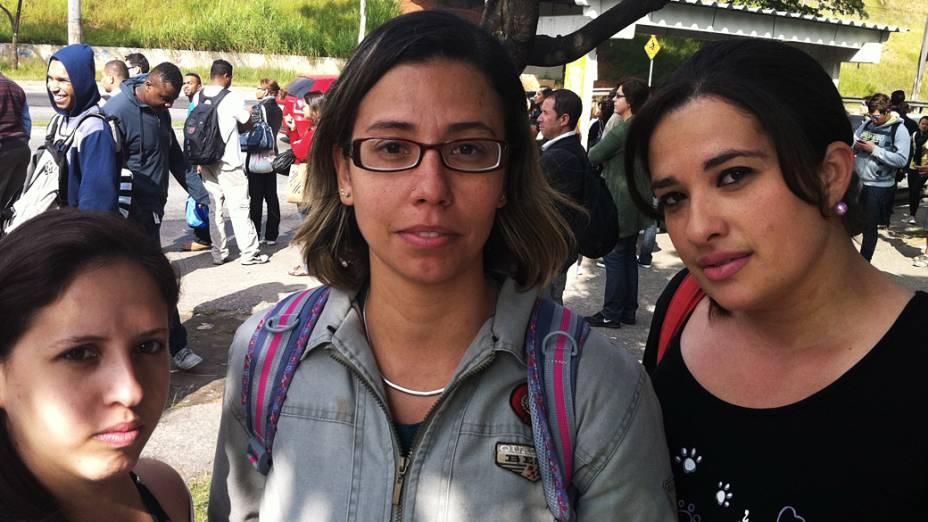 As analistas de RH Gislaine Machado, Cátia Alves e Elisângela Miranda (da esquerda para a direita), trabalham na mesma empresa, estavam preocupadas também com a volta para casa