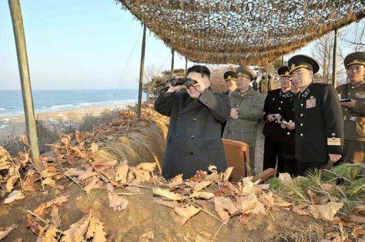 Kim Jong-un observa manobras militares