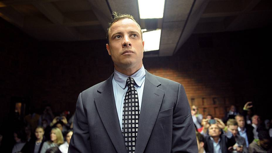 Oscar Pistorius reaparece em tribunal após meses longe do público