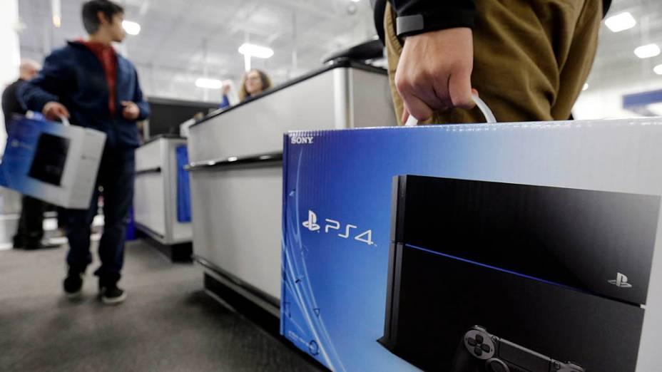 O PlayStation 4 finalmente chegou ao mercado nesta sexta-feira (15). O console foi oficialmente lançado nos EUA