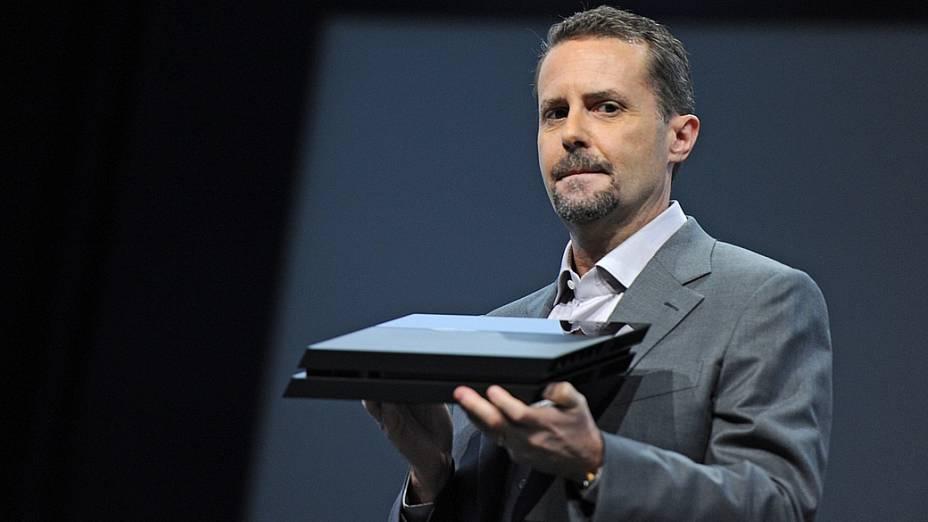 Andrew House, presidente e CEO da Sony,apresenta o Playstation 4