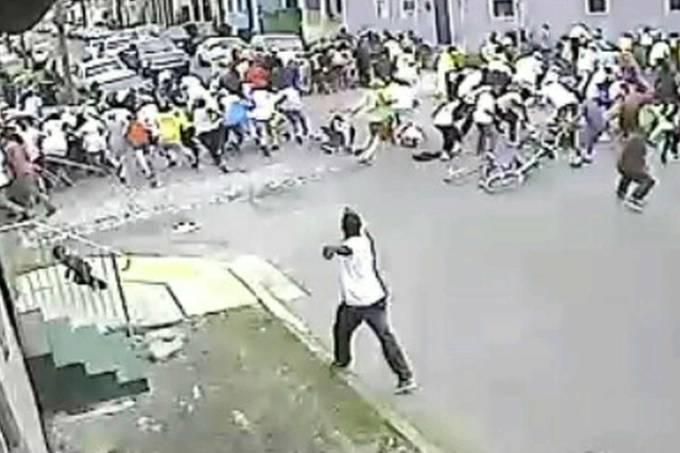 policia-divulga-imagens-de-suspeitos-pelo-tiroteio-durante-desfile-de-dia-das-maes-em-nova-orleans-estados-unidos-original.jpeg
