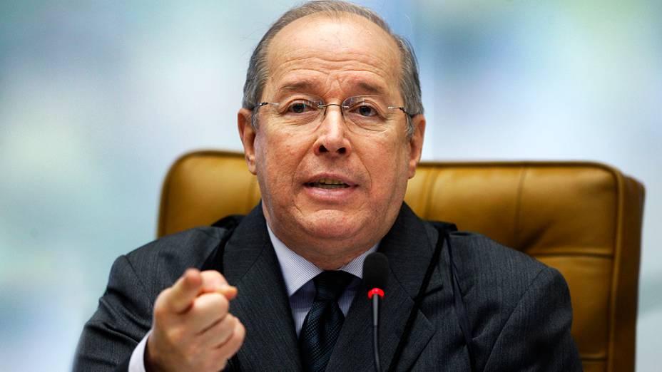 Ministro Celso de Mello, durante análise dos recursos apresentados pelas defesas dos 25 réus condenados pela corte, os chamados embargos, nesta quinta-feira (15)