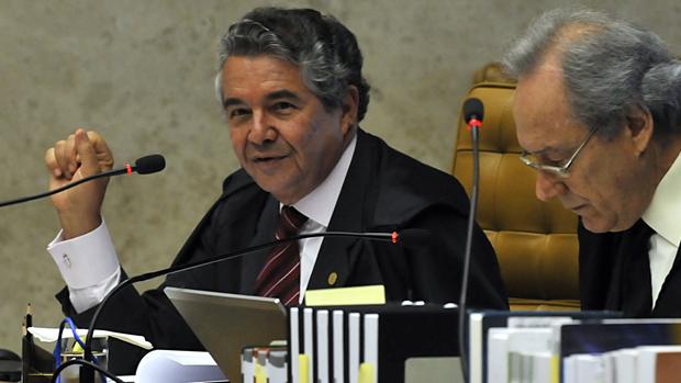 Os ministros Marco Aurélio Mello e Ricardo Lewandowski, em 14/08/2013