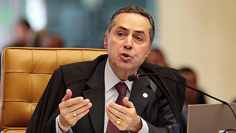 O Ministro Luís Barroso durante análise dos recursos apresentados pelas defesas dos 25 réus condenados pela corte, os chamados embargos