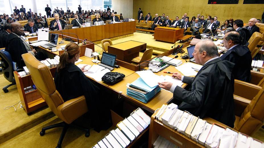 Os ministros do Supremo Tribunal Federal (STF), durante análise dos recursos apresentados pelas defesas dos 25 réus condenados pela corte, os chamados embargos, nesta quarta-feira (21)