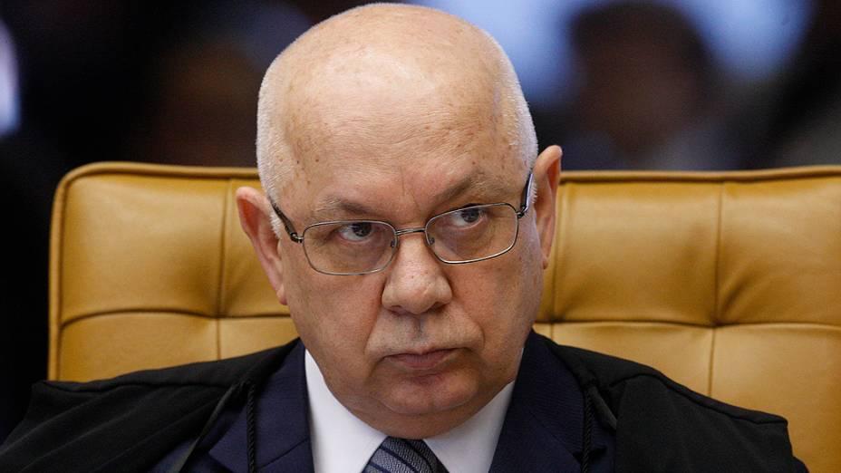 O ministro do Supremo Tribunal Federal (STF) Teori Zavascki, durante análise dos recursos apresentados pelas defesas dos 25 réus condenados pela corte, os chamados embargos, nesta quarta-feira (21)
