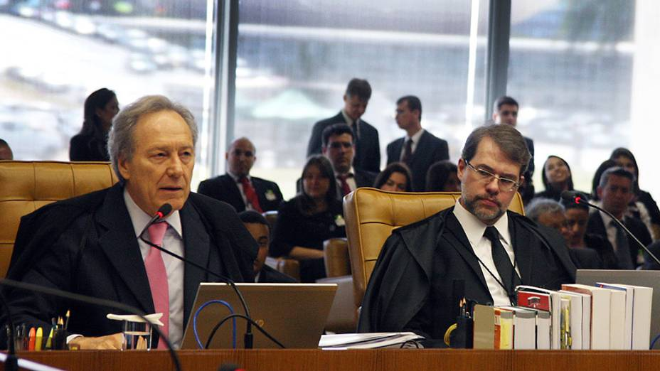 O ministro do Supremo Tribunal Federal (STF) Ricardo Lewandowski, durante análise dos recursos apresentados pelas defesas dos 25 réus condenados pela corte, os chamados embargos, nesta quarta-feira (21)