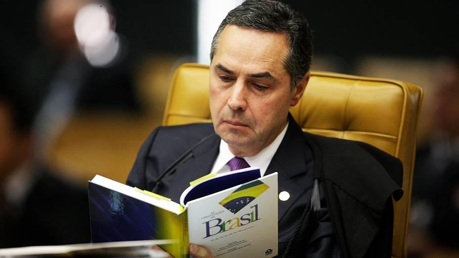 O ministro do Supremo Tribunal Federal (STF) Luís Barroso, durante análise dos recursos apresentados pelas defesas dos 25 réus condenados pela corte, os chamados embargos, nesta quarta-feira (28)