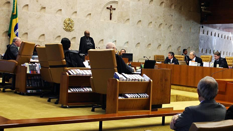 Os ministros do Supremo Tribunal Federal (STF), durante análise dos recursos apresentados pelas defesas dos 25 réus condenados pela corte, os chamados embargos, nesta quarta-feira (11)