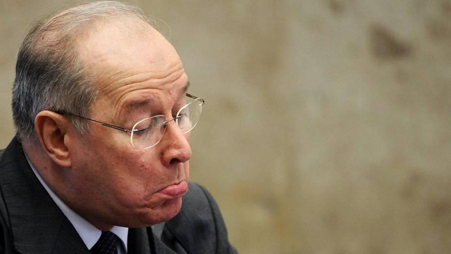 O ministro do Supremo Tribunal Federal (STF) Celso de Mello durante análise dos recursos apresentados pelas defesas dos 25 réus condenados pela corte, os chamados embargos, nesta quinta-feira (12)