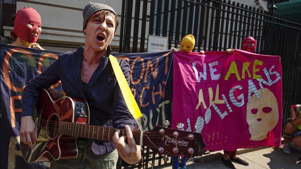 Manifestação em frente à embaixada da Rússia, nos Estados Unidos