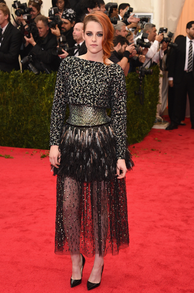 Poucas pessoas ficam mal vestidas em um Chanel, Kristen Stewart é uma delas