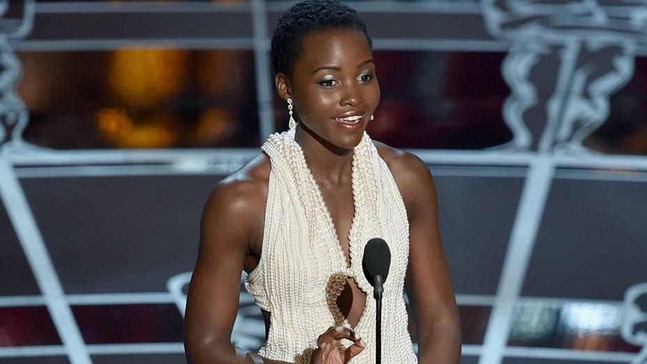 Lupita Nyongo apresenta o prêmio de melhor ator coadjuvante do Oscar 2015