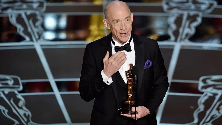 J.K. Simmons recebe o Oscar de melhor ator coadjuvante por Whiplash