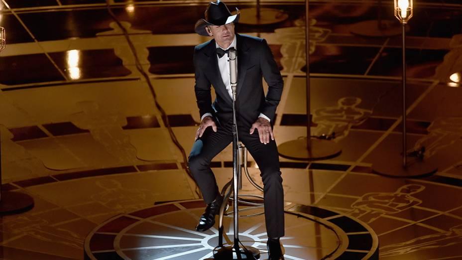 Tim McGraw apresenta a canção Im not gonna miss you