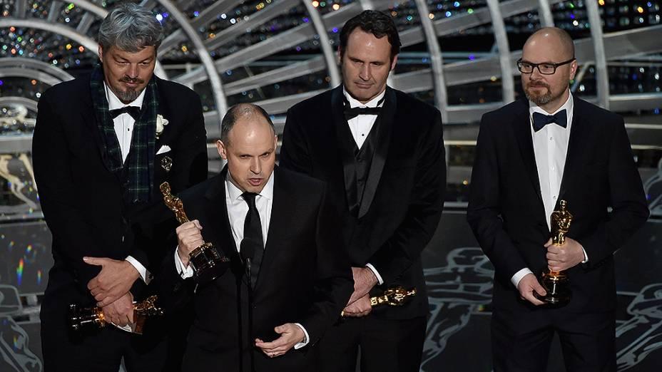 Ian Hunter, Paul Franklin, Scott Fischer e Andrew Lockley vencem o Oscar de efeitos visuais por Interestelar