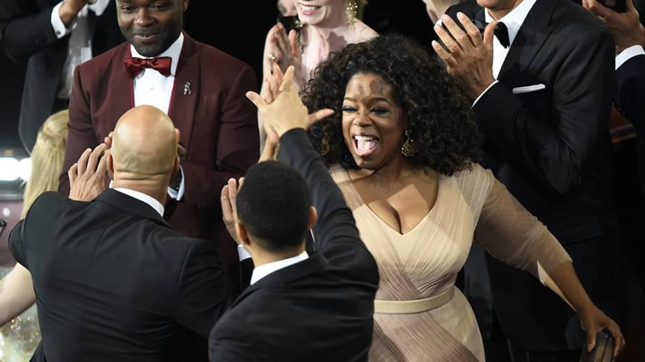 Oprah Winfrey comemora o Oscar de canção original para Selma
