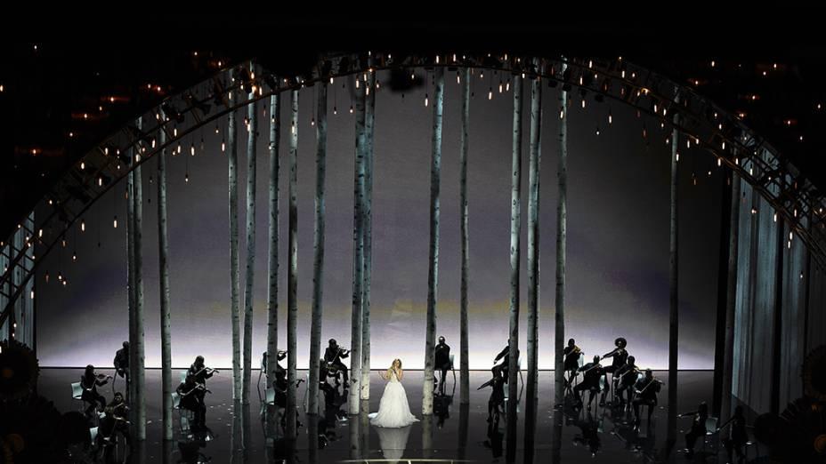 Lady Gaga durante homenagem ao filme  A noviça rebelde