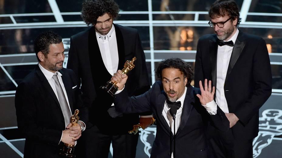Alejandro G. Iñárritu, Nicolás Giacobone, Alexander Dinelaris Jr. e Armando Bo vencem o Oscar de roteiro original por Birdman