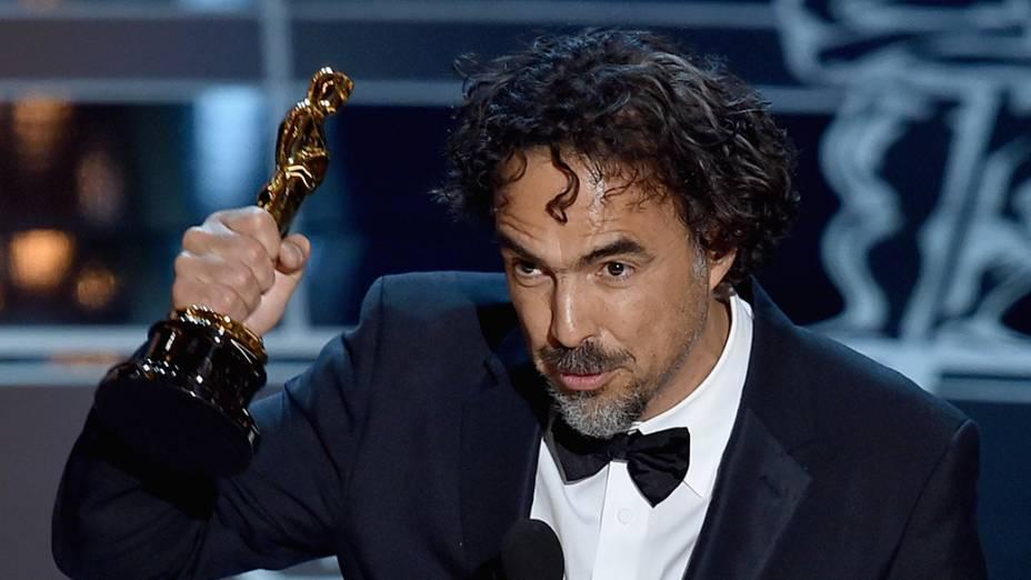 O mexicano Alejandro González Iñárritu leva o Oscar de melhor diretor por Birdman