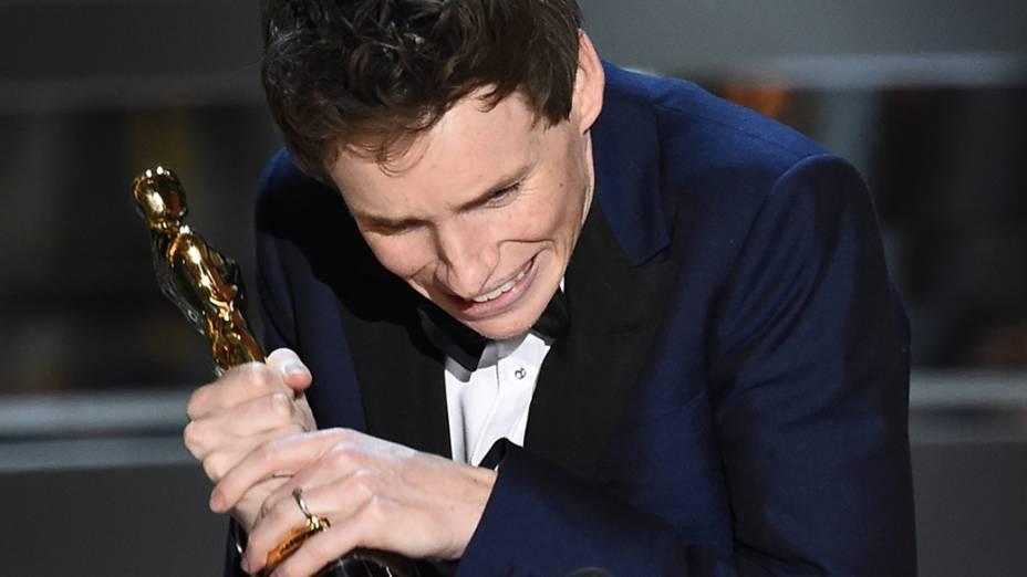 Eddie Redmayne com o Oscar de melhor ator