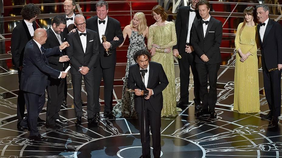 Alejandro Gonzalez Inarritu com o Oscar de melhor filme por Birdman