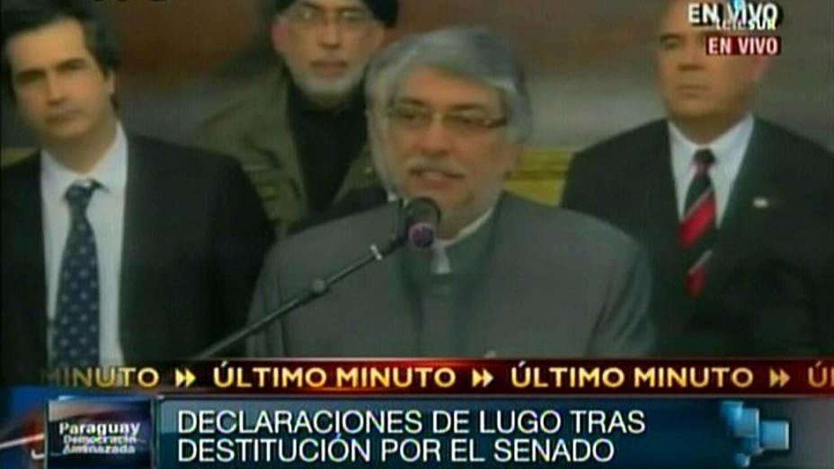 O presidente paraguaio Fernando Lugo discursa após impeachment