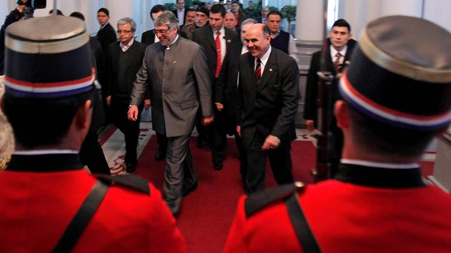 O presidente paraguaio Fernando Lugo chega para o discurso impeachment