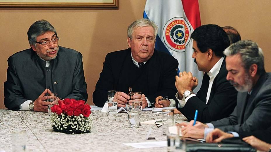 Presidente Lugo, Antonio Patriota e o venezuelano Nikolas Maduro durante reunião com os ministros de relações exteriores da América do Sul
