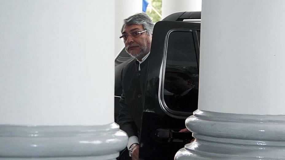 Fernando Lugo chega a casa do governo antes de ser julgado em processo de impeachment no Paraguai