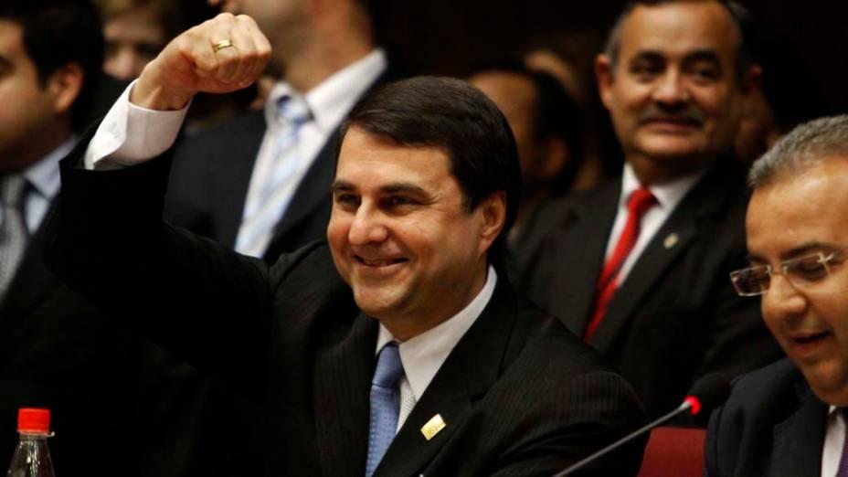 O vice presidente paraguaio Federico Franco após ser declarada a sentença de deposição do presidente Lugo